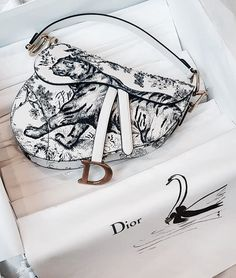 Fashion is my passion on We Heart It - Dior Bag - Ideas of Dior Bag - Fashion is my passion on We Heart It Source by Riling_Bag bags Luxury Purses, Luxury Bags, Luxury Handbags, Fashion Handbags, Purses And Handbags, Fashion Bags, Dior Fashion, Replica Handbags, Dior Purses