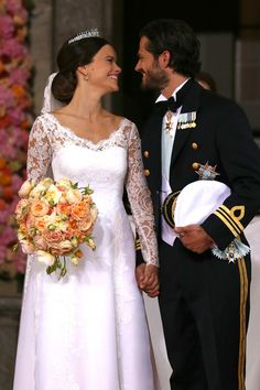 Prince Carl Philip Photos - Prince Carl Philip of Sweden is seen with his new wife Princess Sofia of Sweden after their marriage ceremony on June 13, 2015 in Stockholm, Sweden. - Departures & Cortege: Wedding of Prince Carl Philip and Princess Sofia of Sweden
