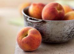 Delicioso in natura ou em receitas, o pêssego combate o envelhecimento celular e ajuda no bom funcionamento do intestino – e ainda tem poucas calorias | Peach
