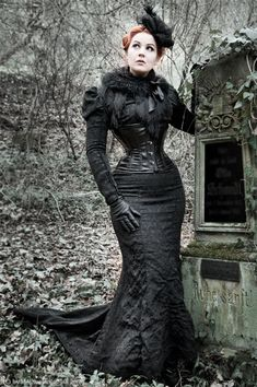 Steampunk Neo-Victorian Mourning Dress (black brocade fishtail skirt with train, underbust corset, fur wrap, fascinator, black gloves) Gothic Victorian/Steamgoth fashion Gothic Outfits, Gothic Dress, Gothic Lolita, Gothic Corset, Black Corset, Steampunk Clothing, Steampunk Fashion, Gothic Steampunk, Steampunk Couture