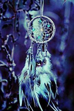 Minha vida, meu caminho, meus sonhos e meu futuro estão nas mãos de Deus.  Não vou me preocupar, no tempo de Deus tudo se ajeita, confio em seu poder. O melhor virá, e será maravilhoso pois os planos de Deus são per(feitos).