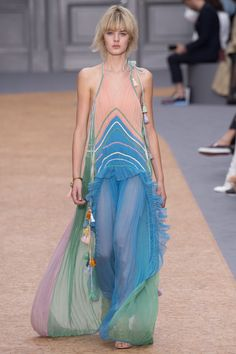 Chloe Spring 2016 Ready-to-Wear Fashion Show
