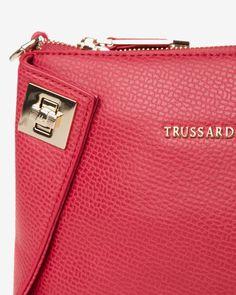 4d7f445c8a A(z) Táskák / Bags nevű tábla 358 legjobb képe   Burberry handbags ...