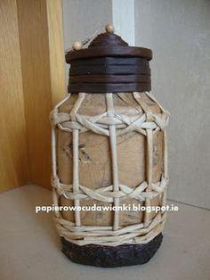 Muito legal essa lanterna feita com canudos de papel. Mais uma arte daPolônia. Chain Headpiece, Origami And Quilling, Newspaper Basket, Book Folding, Snoopy, Scrapbook, Crafts, Diwali, Home Decor