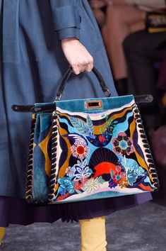 Fendi at Milan Fashion Week Fall 2016 - - Fendi Fall 2016 Ready-to-Wear by Silvia Venturini Fendi and Karl Lagerfeld Source by Violetvictory Fall Handbags, Luxury Handbags, Purses And Handbags, Luxury Purses, Gucci Handbags, Handbags Online, Fendi, Beautiful Handbags, Beautiful Bags