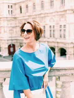 Shooting of this summer outfit in front of the beautiful opera house in Vienna, Austria White Outfits, Summer Outfits, Vienna Austria, Blue Dresses, Opera House, Bell Sleeve Top, Ruffle Blouse, Portraits, Turquoise