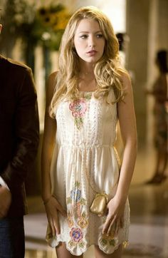 Serena (Season 1, Episode 2)  Serena wears the brunchiest of brunch outfits. 'Gossip Girl' Series Finale: A Look Back At The Fashion From All 6 Seasons (PHOTOS).