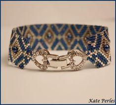 Un bracelet, je n'en fais pas souvent mais je n'ai pas pu résister au joli fermoir : Merci à Koba pour la grille.
