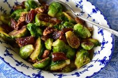 Sauteed Brussels Sprouts with Dates and Walnuts. And a full report. Paleo Vegetables, Veggies, Moroccan Couscous, Lebanese Recipes, Appetizer Recipes, Appetizers, Vegetable Dishes, No Cook Meals, Brussels Sprouts