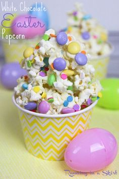 A simple spring snack for movie night, familiar parties or an edible gift. Uses sweets and candy along with the popcorn. Love the sprinkles! / Running in a Skirt Easter Popcorn Recipe, Popcorn Recipes, Easter Chocolate, White Chocolate, Healthy Movie Snacks, Healthy Bars, Chocolate Covered Popcorn, Coconut Cheesecake, Egg Cake