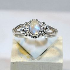Ring in 925 silver with moonstone setting Blue Moonstone, Moonstone Jewelry, Gemstone Jewelry, Jewelry Rings, Jewelry Accessories, Jewelry Design, Unique Jewelry, Vintage Silver Jewelry, Gold Jewellery