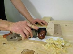 Videos and images for building your own end grain shooting board for trimming and refining cuts from G S Haydon. Kreg Jig Projects, Wood Projects, Woodworking Garage, Woodworking Furniture, Shooting Board, Wood Jig, Build A Farmhouse Table, Wooden Plane, Shop Plans