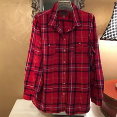 Old Navy plaid shirt Light and soft! Goes with everything! A classic! Old Navy Tops Button Down Shirts