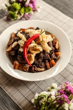 Crispy Dinuguan is a dish from Kanin Club made with a combination of crispy pork (probably lechon kawali and dinuguan. Filipino Dishes, Filipino Recipes, Asian Recipes, Filipino Food, Filipino Desserts, Pork Recipes, Gourmet Recipes, Healthy Recipes, Dinner Recipes
