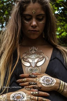 Premium Metallic Temporary Flash Tattoos by iamucollective.com The Metallic Henna Collection from only US$21 + shipping. Includes Headpiece, Bindis, Wristcuffs, Elephants, Finger Tattoos and much more.