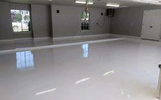 White epoxy garage floor coating - Garage - Welcome Haar Design Epoxy Garage Floor Coating, Garage Floor Coatings, Garage Floor Paint, Garage Floor Epoxy, Painted Garage Walls, Epoxy Floor Diy, Garage Paint Colors, Epoxy Coating, Garage Renovation