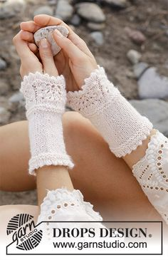 Geline – Knitted wrist warmers with wave pattern. The piece is worked in DROPS BabyAlpaca Silk. – Free pattern by DROPS Design Baby Knitting Patterns, Crochet Vest Pattern, Wave Pattern, Free Knitting, Crochet Gloves, Knit Crochet, Crochet Wrist Warmers, Mittens, Crochet Hat Patterns
