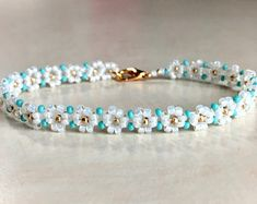 Turquoise bracelet seed bead - Daisy seed bead bracelet white – gold – turquoise You are in the right place about jewelry box - Bracelet Crafts, Seed Bead Bracelets, Seed Bead Jewelry, Bead Jewellery, Cute Jewelry, Jewelry Crafts, Diamond Bracelets, Ankle Bracelets, Seed Beads