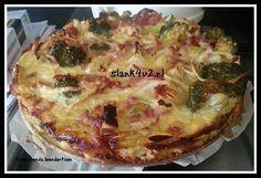Een heerlijke oventaart met weinig koolhydraten. Past dus perfect in een een koolhydraatarm dieet. Je kunt dit recept makkelijk vegetarisch maken door de spekreepjes weg te laten en deze te vervangen door 1 ei. Je kunt variëren met groenten (restjes uit de... #avondeten #broccoli #courgette