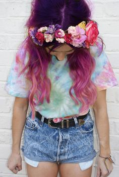 Tie dye hair and t-shirt! Cute flower garland headband too - perfect festival outfit.
