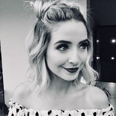 Simple black and white edit of zoella❤️ Hair Inspo, Hair Inspiration, Zoella Style, Different Braids, Celebrity Makeup Looks, Zoe Sugg, Pretty Hairstyles, Zoella Hairstyles, Hair Makeup