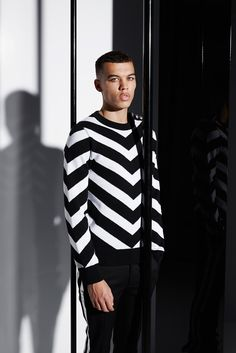 See all the Collection photos from Balmain Spring/Summer 2015 Menswear now on British Vogue Runway Fashion, Fashion Show, Mens Fashion, Fashion Tape, Fashion 2015, Milan Fashion, Daily Fashion, Spring Summer 2015, Spring Summer Fashion