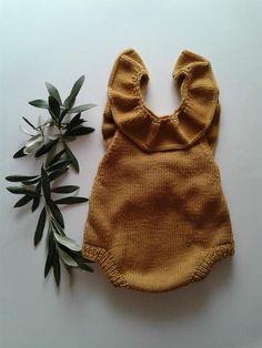 55 Ideas for crochet baby romper pattern free diaper covers Baby Knitting Patterns, Baby Patterns, Free Knitting, Brei Baby, Baby Overall, Romper Pattern, Pants Pattern, Baby Socks, Knitting For Beginners