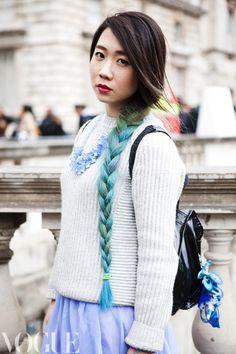 fuckyeahfantasyhair:    brunette to blue ombre