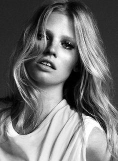 Lara Stone. | black and white.