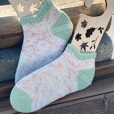 Sokkene er strikket i egetfarget garn🧶 ble veldig fornøyd🧶 #knitsocks #toeupsock #etterpåhæl #strikkesokker #handdyedyarn #indiedyer #fargegarn #håndfargetgarn #strikke #knit #stricken #strickideen #ankelsokk #strikning #uncinetto #diy #norskdesign #strikkibruk Socks, Fashion, Threading, Moda, La Mode, Sock, Fasion, Stockings, Fashion Models