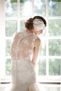 Vestidos de noiva com costas bordadas de flores #sarehnouri #casarcomgosto