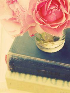 4732617876 1d6f98b31c 6 Steps to a Better Bookshelf