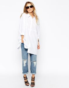 Oh hello piece of beauty!! This white oversized shirt is a beaut, I love how long it is and the dropped shoulders! Throw it on any pair of jeans, finish off with flats and a bright lippy - so cool!