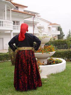 anatoliko-thessalonikis2 Greek Traditional Dress, Greeks, Albania, Lace Skirt, Skirts, Fashion, Moda, Fashion Styles, Skirt
