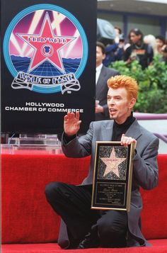 "Rock 'n' roll legend David Bowie waves to the crowd after receiving the 2,083rd star on the Hollywood Walk of Fame in the Hollywood district of Los Angeles Wednesday, Feb. 12, 1997.  Bowie released his latest album, ""Earthling,"" on Tuesday.  (AP Photo/Chris Pizzello)"