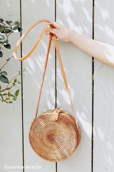 Slide View: 1: Circle Straw Crossbody Bag