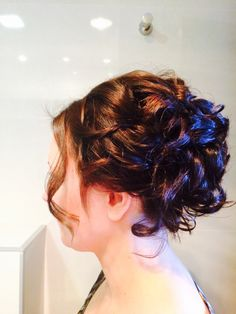 Short haired bridesmaid. Learn how to create with the shortest of hair.