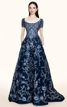 Oh sooo elegant. Looks like something Kate would wear. Marchesa Resort - Preorder now on Moda Operandi Lovely Dresses, Beautiful Gowns, Beautiful Outfits, Beautiful Life, Look Fashion, High Fashion, Fashion Tips, Fashion Design, 90s Fashion