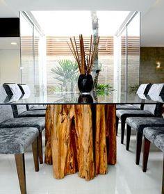Detalhe de mesa executada com tronco de árvore - Área de lazer de Residência Cotinha Genro - Santiago/RS
