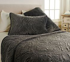 Inspire Me! Home Decor Embroidered Luxe 3-piece Queen Quilt Set