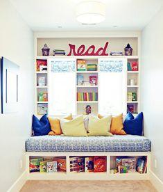Kuschelecke lesen tagesbett Kinderzimmer bücherregale fenster
