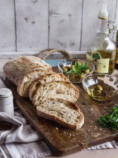 Чиабатта — традиционный итальянский хлеб, состоящий всего из четырёх простейших ингредиентов, который довольно просто приготовить, руководствуясь несложными правилами, о которых я подробно расскажу. Признаюсь, не смотря на простейшие ингредиенты в составе, чиабатта мне поддалась не сразу. Все рецепты, которые я пробовала, были примерно одинаковыми, в них не было описано всех важных нюансов для пышного, с...Read More »