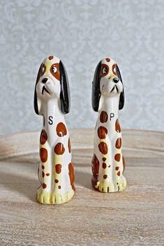 Vintage 1960s Hound Dog + Salt/Pepper Shaker Set - ClosiTherapi Goods
