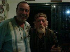 Umberto Calabrese e Oswaldo Baretto Milani sulla destra con il suo cappello alla Garibaldi