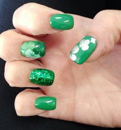 St. Patrick's Nails by @vanam82