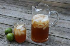 Elguarapo de papelón con limón, es una de las bebidas más populares y de mayor consumo en Venezuela, tanto en la capital como en el interior del país. La panela es un concentrado que se extrae de ...