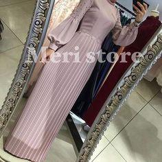 No photo description available. Modern Hijab Fashion, Modesty Fashion, Arab Fashion, Fashion Dresses, Hijab Outfit, Hijab Dress Party, Abaya Mode, Moslem Fashion, Modele Hijab