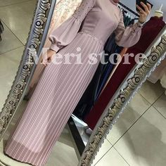 No photo description available. Modern Hijab Fashion, Modesty Fashion, Arab Fashion, African Fashion, Fashion Dresses, Abaya Designs, Abaya Mode, Moslem Fashion, Hijab Stile