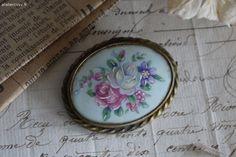 Ancienne broche en porcelaine  Brocante de charme atelier cosy.fr