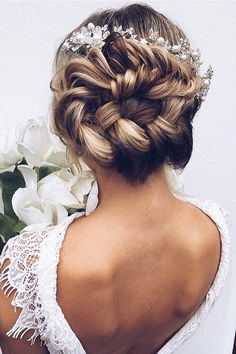 Dreamy and romantic updo <3 Always so inspired by @ulyana.aster's work.
